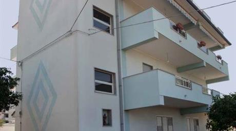 Appartamento primo piano, ottime rifiniture, pronto all' uso