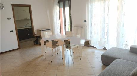 Trilocale via Flora 107, Legnano