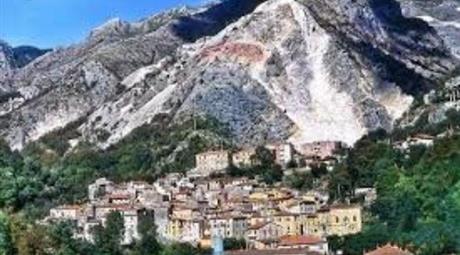 Casa Indipenndente in vendita  a Carrara