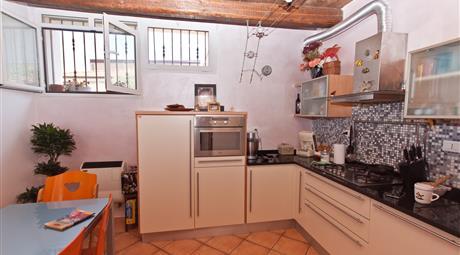 Salviano, appartamento ristrutturato, ingresso indipendente su 2 paini