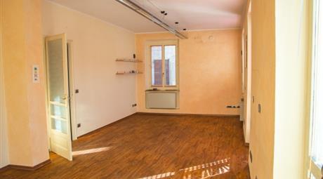 Alloggio 120 metri quadri in vendita