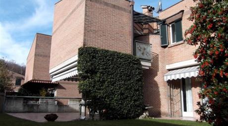 Villa via Alessandro Manzoni 12, Barzana      € 480.000