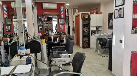 Negozio con attività ben avviata di parrucchiere affittato a 800 mese