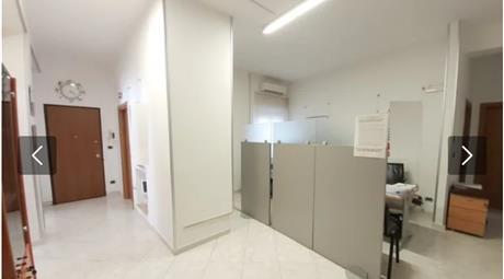 Ufficio completamente arredato, entri e lavori