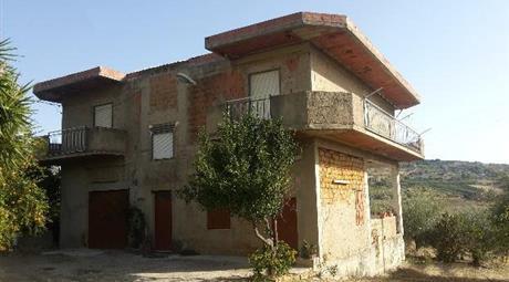 Casa singola con due tomoli di terra