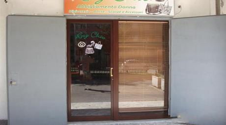 Locale commerciale uso ufficio e negozi in vendita