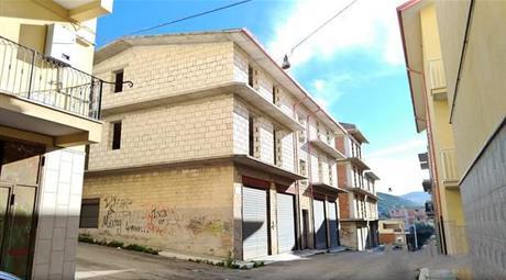 Palazzo grezzo di 780mq in vendita a Cagnano Varano