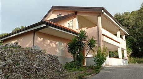 Casa Indipendente in Vendita in Via San Vito 13 a Postiglione