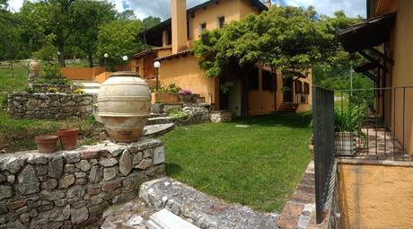 Vendita Agriturismo in Umbria tra Terni e Perugia 400.000 €