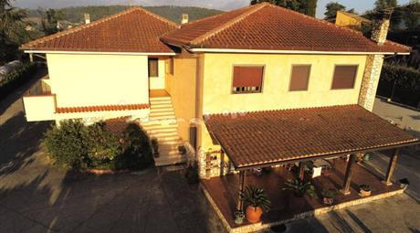 Villa bifamiliare via Regina Margherita 3, Gavignano € 170.000
