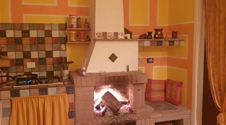 Prezzo trattabile. Vendo piccolo appartamento luminoso in borgo mediovale. Cana comune di roccalbegna