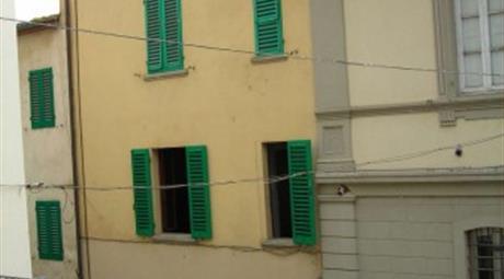 Casa indipendente e fondo commerciale via Trieste 77, Ambra