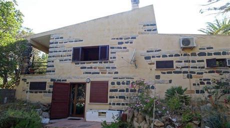 Villa in Vendita in Via Crocetta 12 a La Maddalena