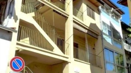 BORGOSESIA, casa semindipendente in via Cravo 40
