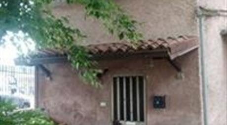 Appartamento piano terra 80 mq  DA RISTRUTURARE