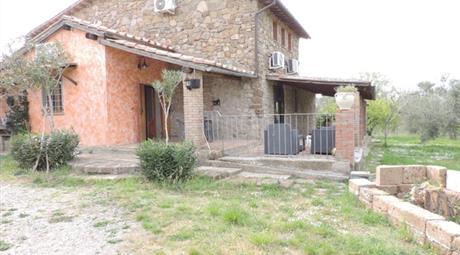 Casale/cascina in vendita in strada Monterazzano, 34