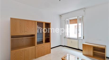 Luminoso appartamento con balcone