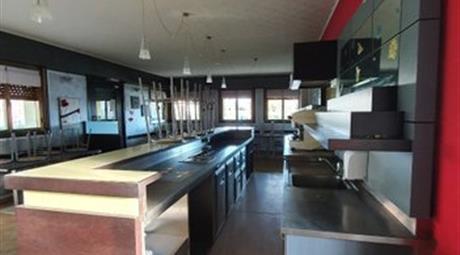 Locale e appartamento  in vendita in via Casette, 300.000 €