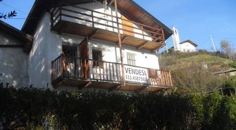 Casa su 3 livelli con giardino