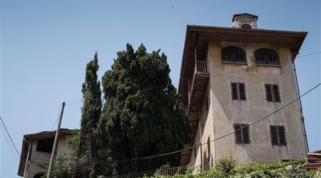 VILLA D'EPOCA SU 3 LIVELLI CIRCONDATA DA GIARDINO