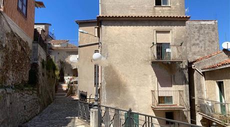 Casa in Vendita in via Risorgimento 2, San Salvatore di Fitalia