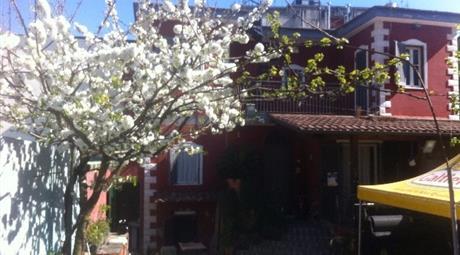 Villa  in vendita su tre livelli