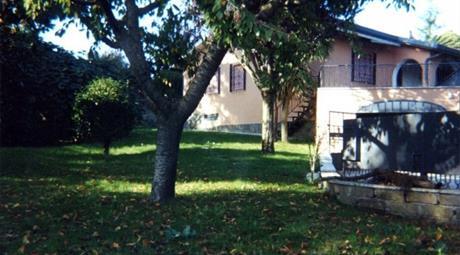 Villa via Isaac Newton, Lariano