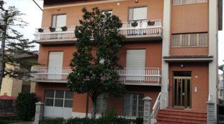 Casa Bifamiliare, Trifamiliare in Vendita in Via Beato Pietro da Montolmo 38 a Corridonia
