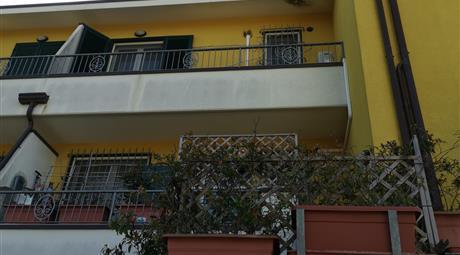 Villetta a schiera in contesto condominiale di 8 unità
