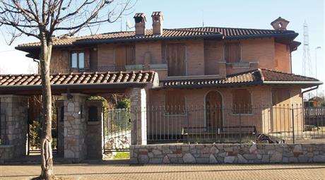 Villetta bifamiliare a Madone