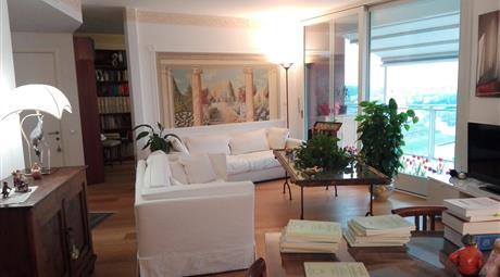 Luminoso, bellissimo appartamento con terrazzo