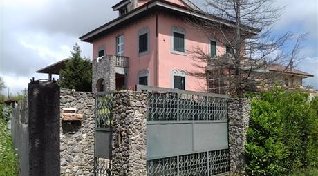 Villa autonoma con giardino 4 latii