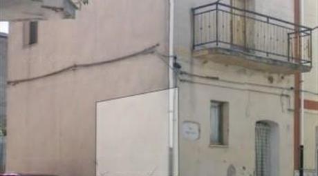 Casa a Genzano di Lucania disposta su due piani