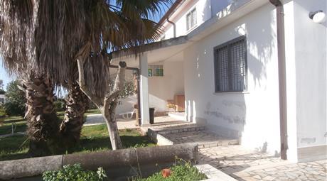 Villa con casa di pertinenza vendo o permuto con casa possibilmente indipendente a roma nord zona bufalotta nomentana cinquina o limitrofe