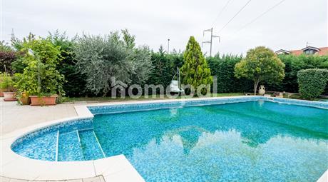 Vendo prestigiosa villa con piscina privata