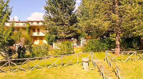 Villa a schiera capofila di quattro su tre livelli 194mq