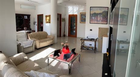 Lussuoso appartamento con due ingressi