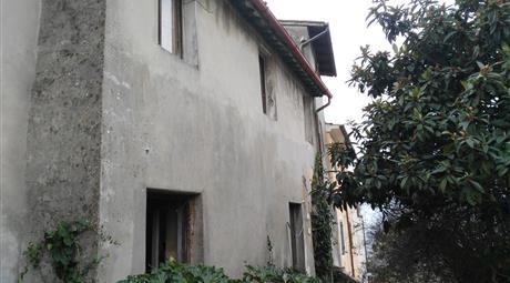 6 stanze in piccolo borgo contadino