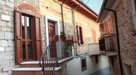 Affitto di bilocale in via Della Fonte, 3, Pescorocchiano 800 €/mese