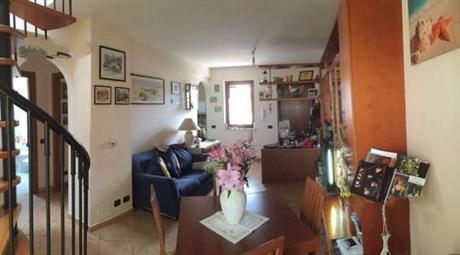 Finocchio Appartamento in villa bilivelli 2004