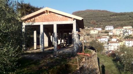 Casa Indipendente in Vendita in SS 28 10 a Borgomaro € 80.000