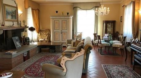Villa ristrutturata - collinare - Capolona (Ar)