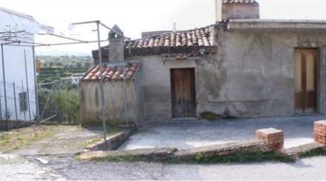 Casa da ristrutturare   in vendita con il progetto