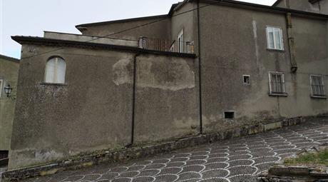 Appartamento su due piani in vendita in via Gabriele d'Annunzio, 15