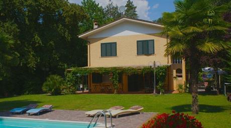 Casa indipendente con piscina e giardino