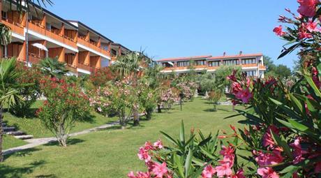 LAGO DI GARDA  - Manerba - 10 km da Desenzano del Garda - Appartamento FRONTE LAGO   In residence