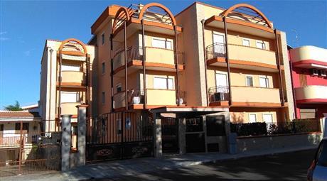 Appartamento con box e terrazzo di proprietà