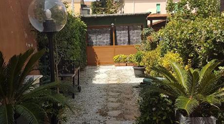 Appartamento con giardino e passo carrabile