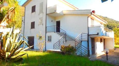 Villa 400 mq con terreno 3000 mq