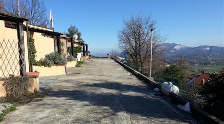 Graziosa villetta a schiera, con due terrazzi